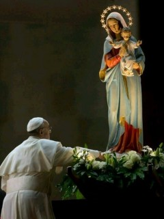 11-26, Pope Francis with Mary